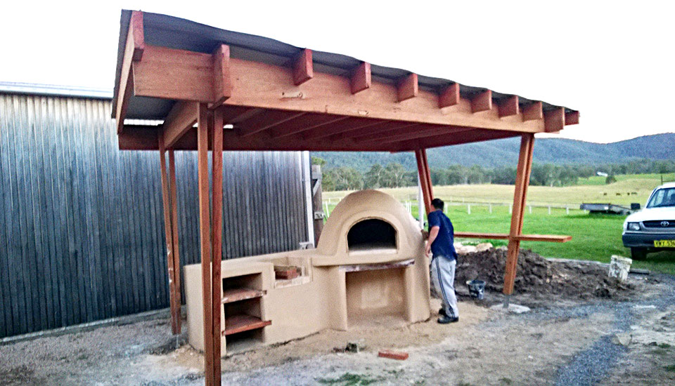 Hannan Build Pizza oven during constuction